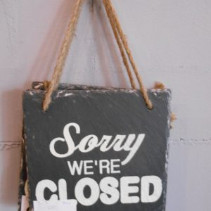 "Stenen ""sorry we're closed"" bordje"