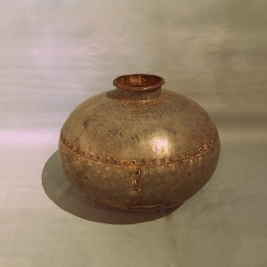 Oude-metalen-waterpot