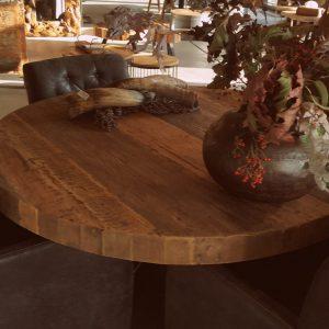 Aanbieding! Robuuste ronde tafel van oude teakdelen Bassano.