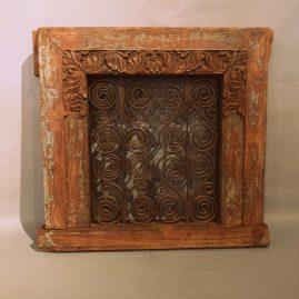 Zwaar-raam-ornament-sheeshamhout-smeedwerk